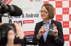 Head of International Relations Office UL, Liliana Lato presenting a beacon message on the smartphone.